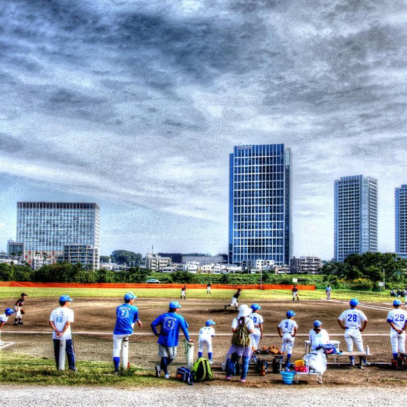 楽天本社ビルと 野球の試合