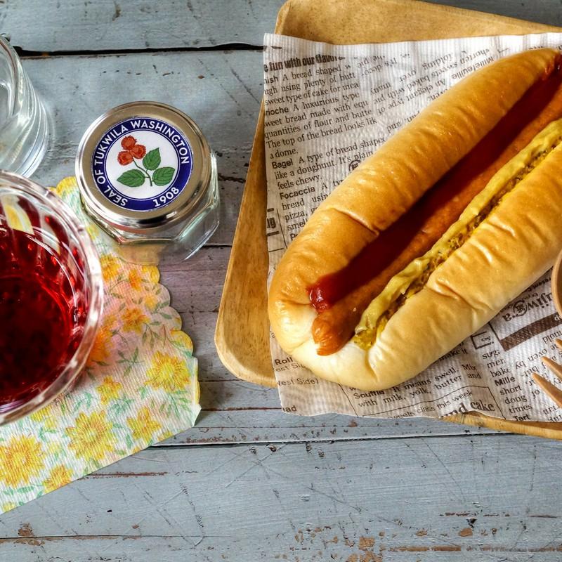 朝パンの ワンシーン …ホットドッグを