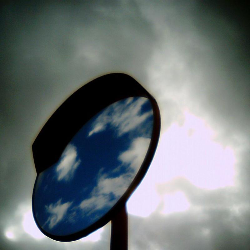 鏡の中の空