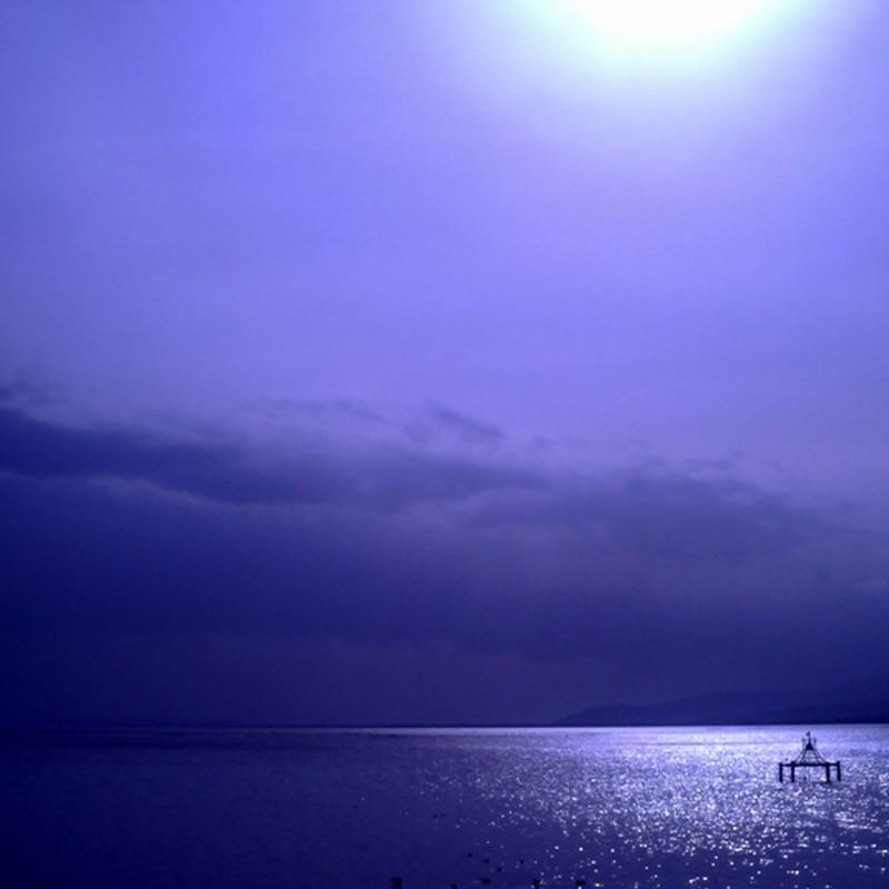 水、光る。
