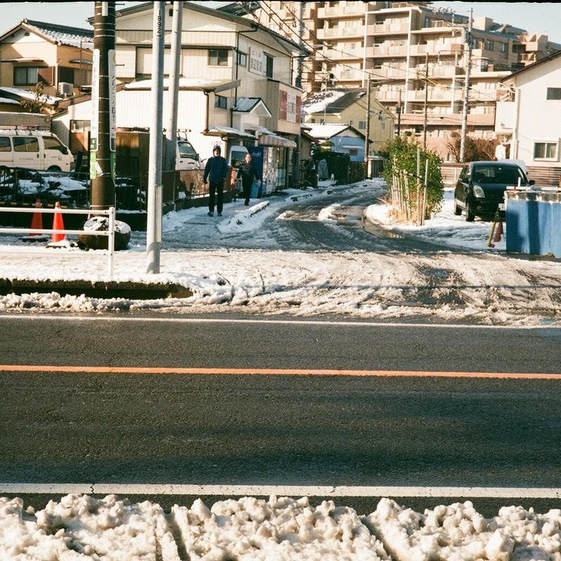 雪の朝(三) / 間道