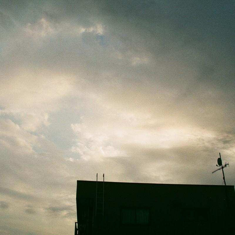 雲の隙間から夏が
