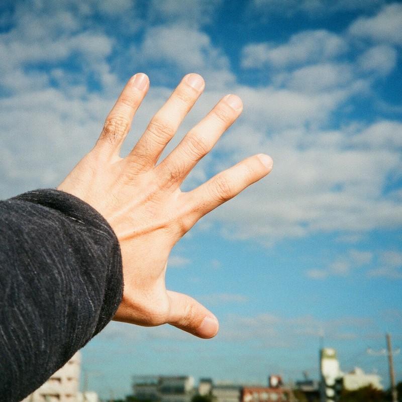 手のひらを太陽に…