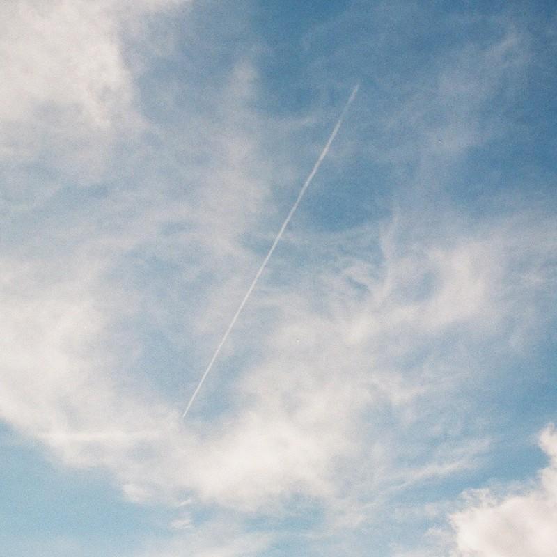 光る雲を突き抜け