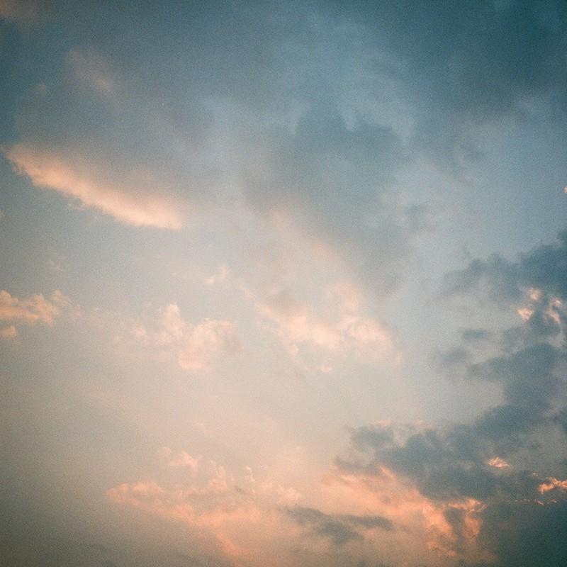 東雲色の西空