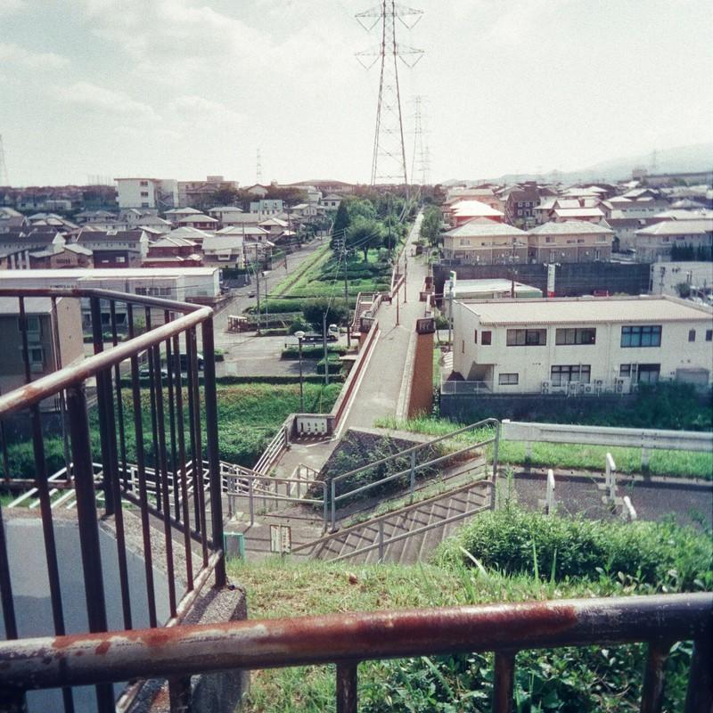 高台から鉄塔。