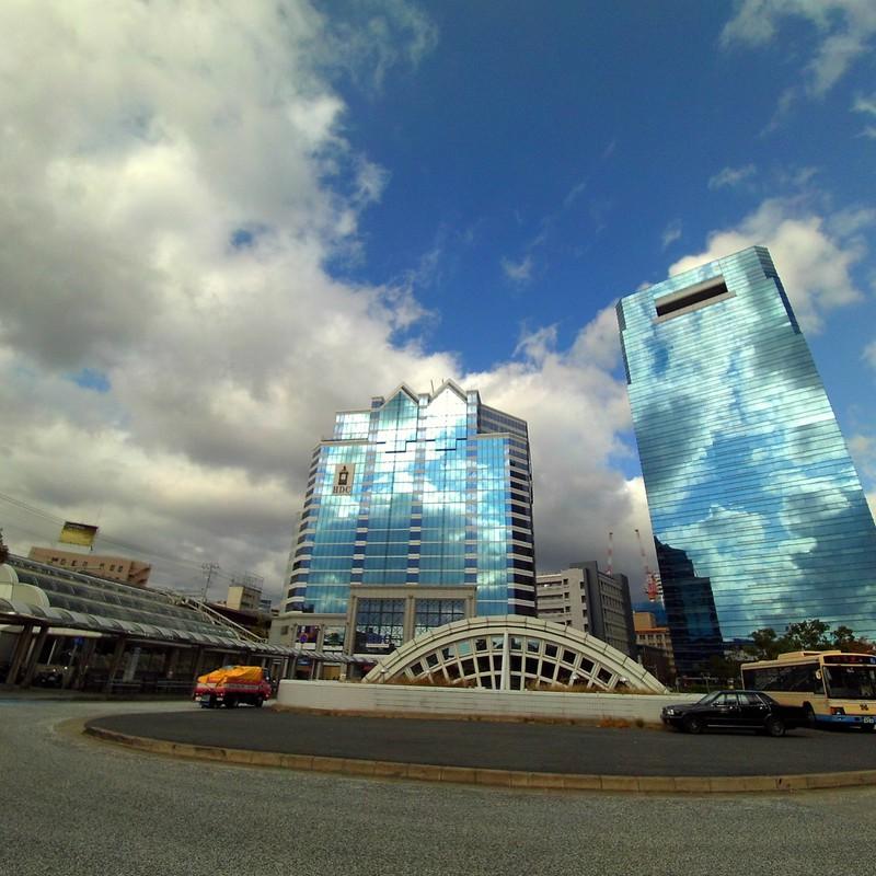 空と雲とビルと。