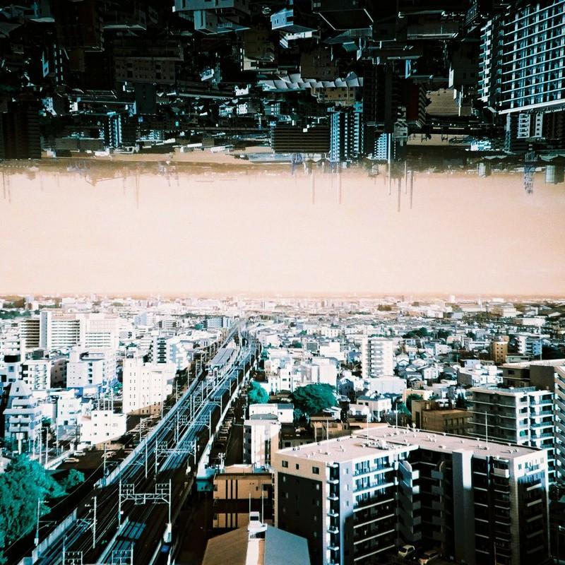 都会の空は狭い