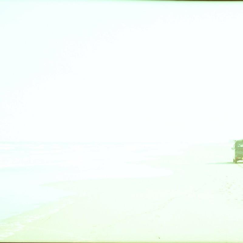 砂浜を駆け抜けて