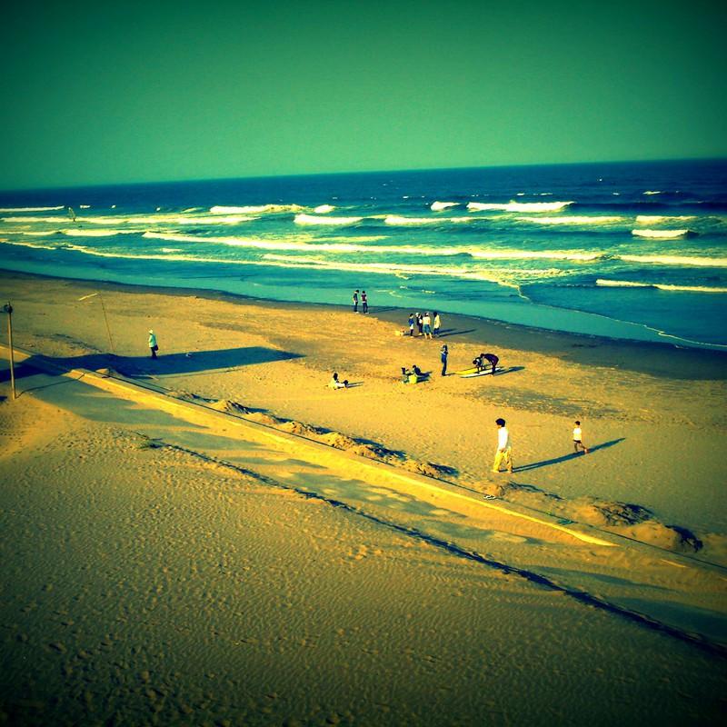 海と人と砂浜と