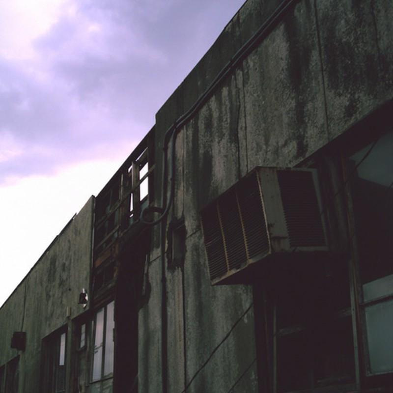朽ちゆく廃墟