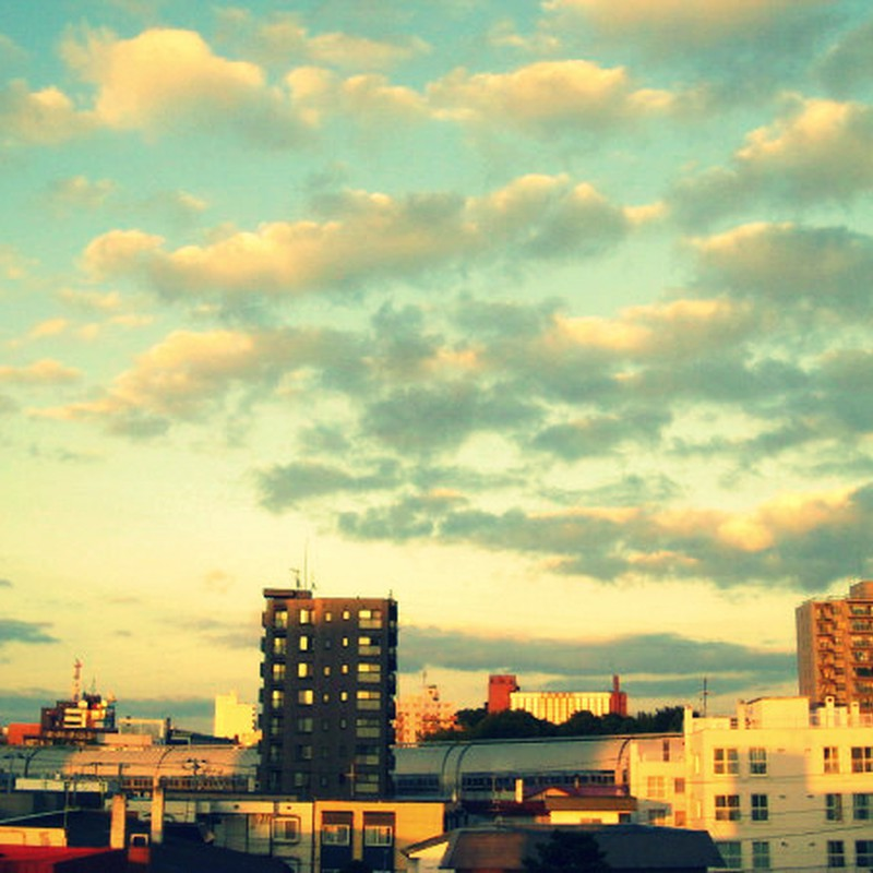 窓辺の夕暮れ