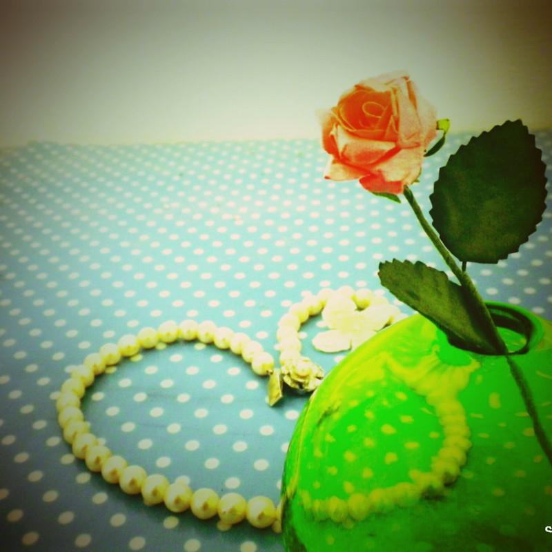 琉球硝子と薔薇の花。