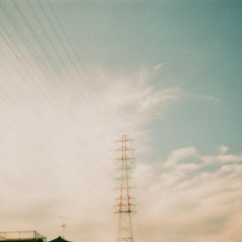 秋空と鉄塔