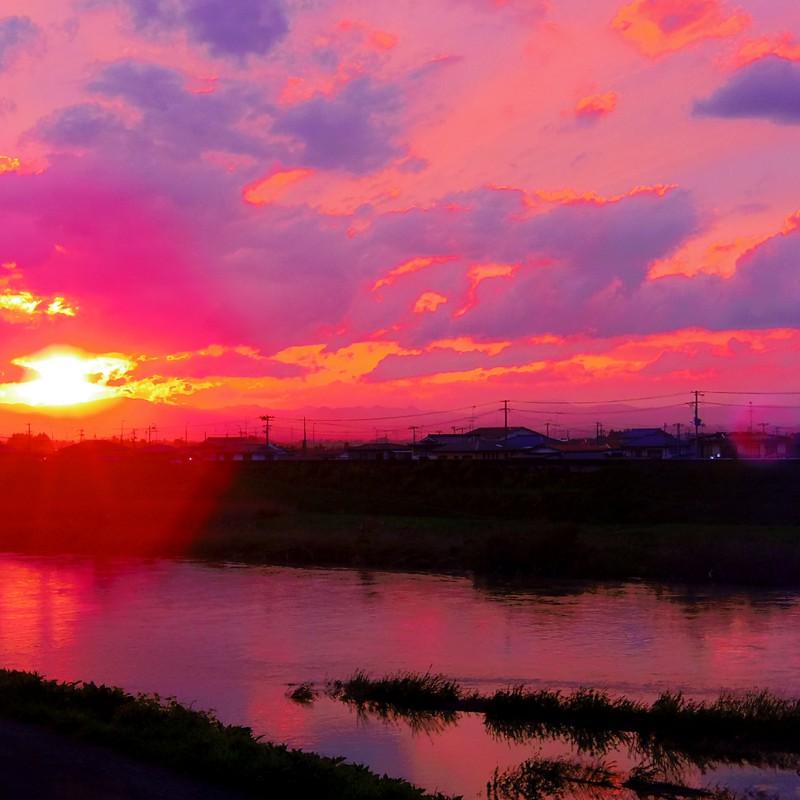 燃える紅色の空