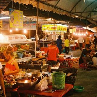 2011 夕暮れ、バンコク。夜市を歩く。