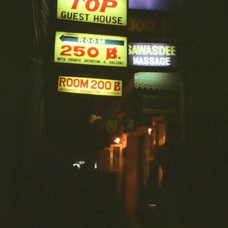 1998 バンコク、カオサン通り。闇の路地