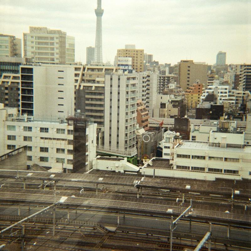 上野駅とスカイツリーだよおっかさん!