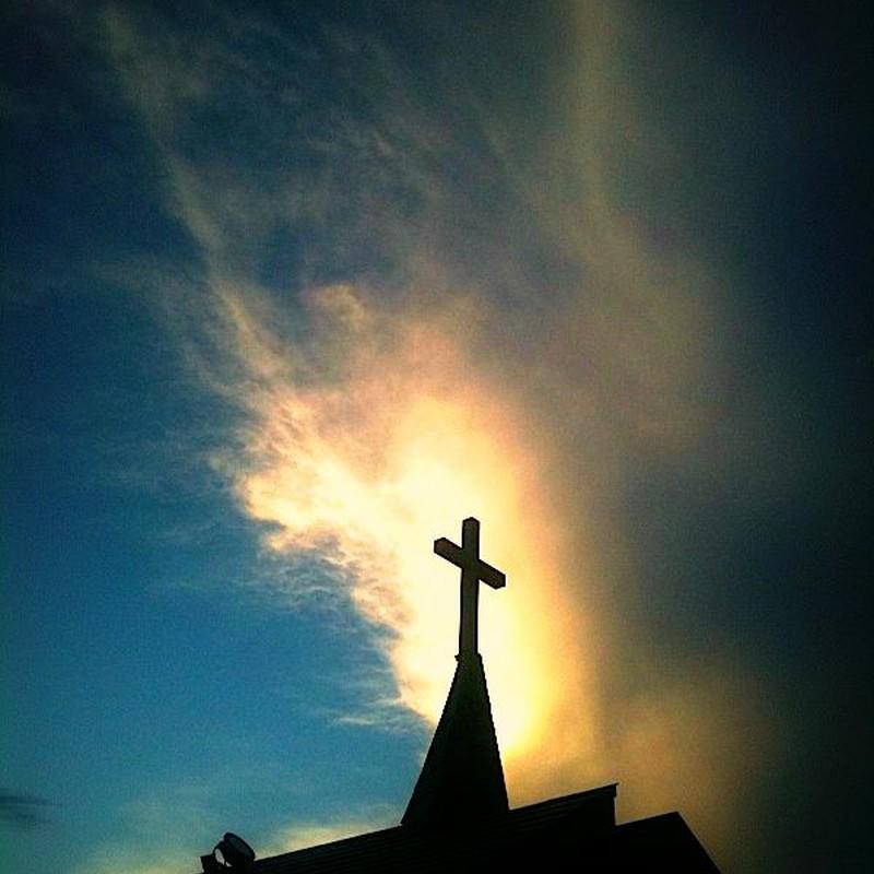 夕焼け雲と十字架