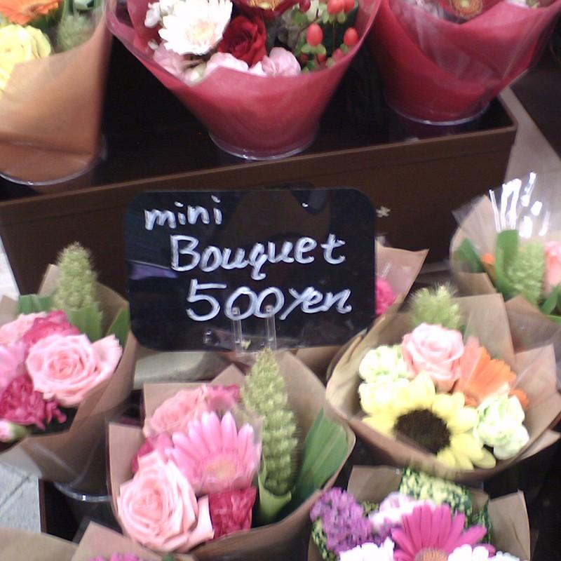 駅の花屋 ミニブーケを買って帰ろう。