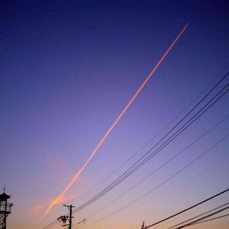 朝焼け×飛行機雲