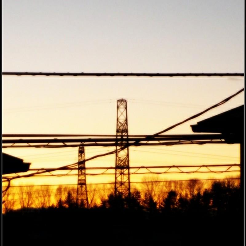朝焼けと電線と鉄塔と。