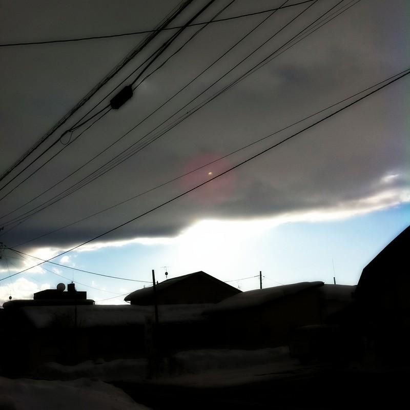 厚い雲と青空の切れ間