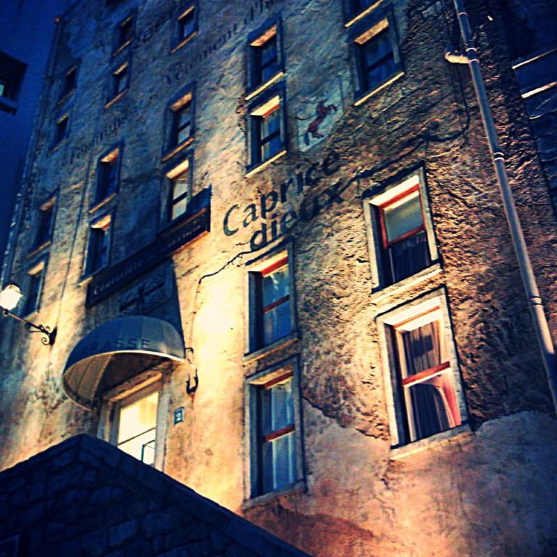 光と壁と窓と