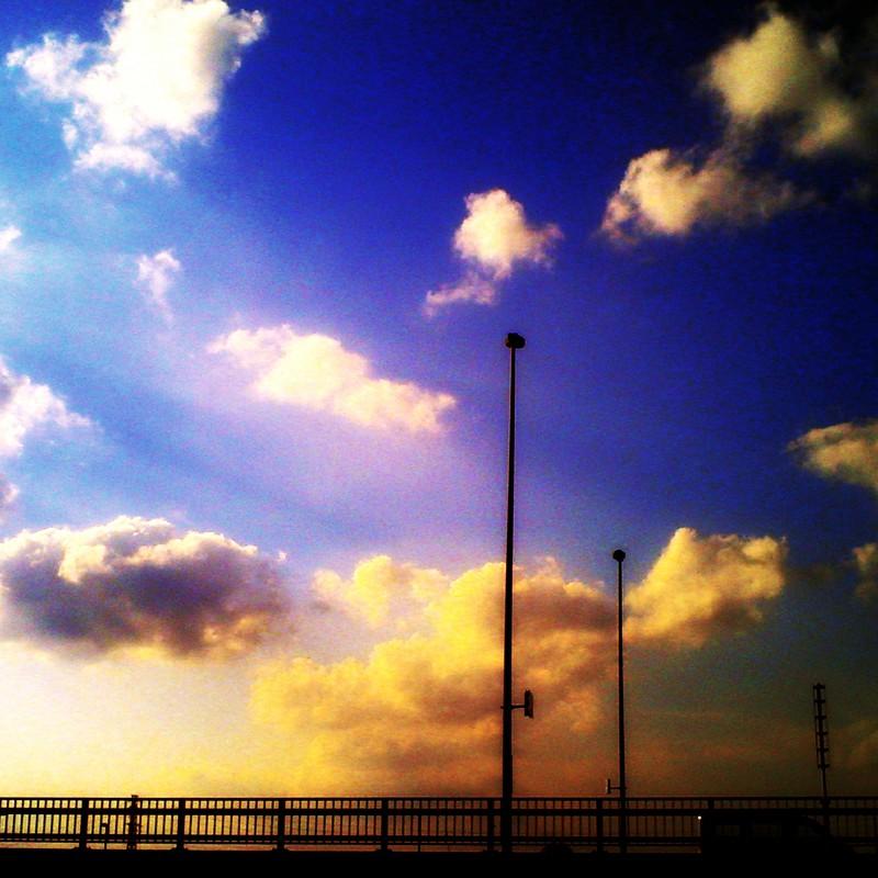 北風の吹く橋