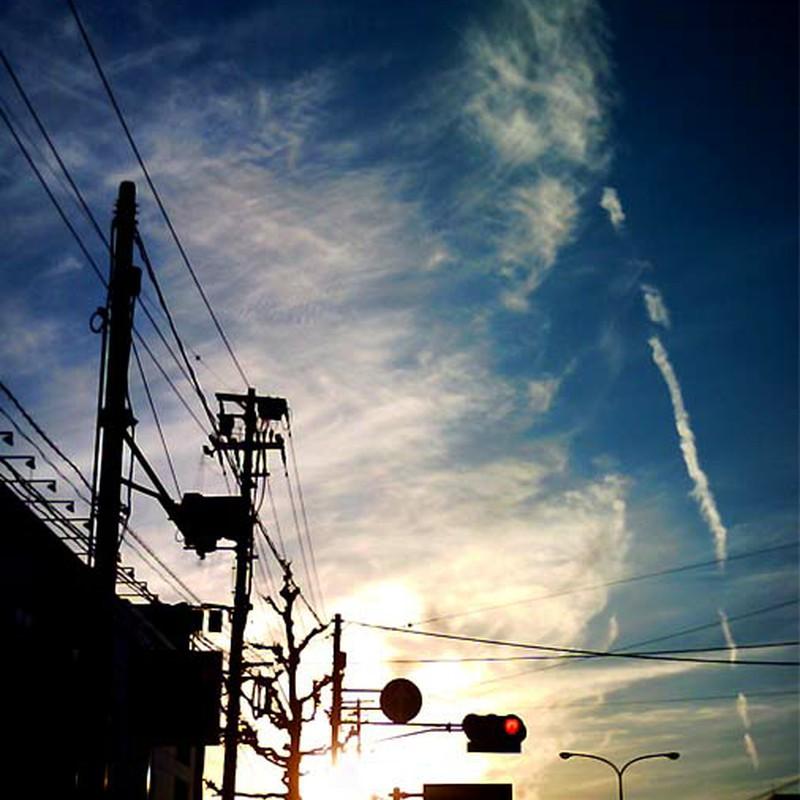 夕焼け空と飛行機雲