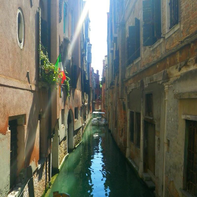 Nice Venice 隙間好き。