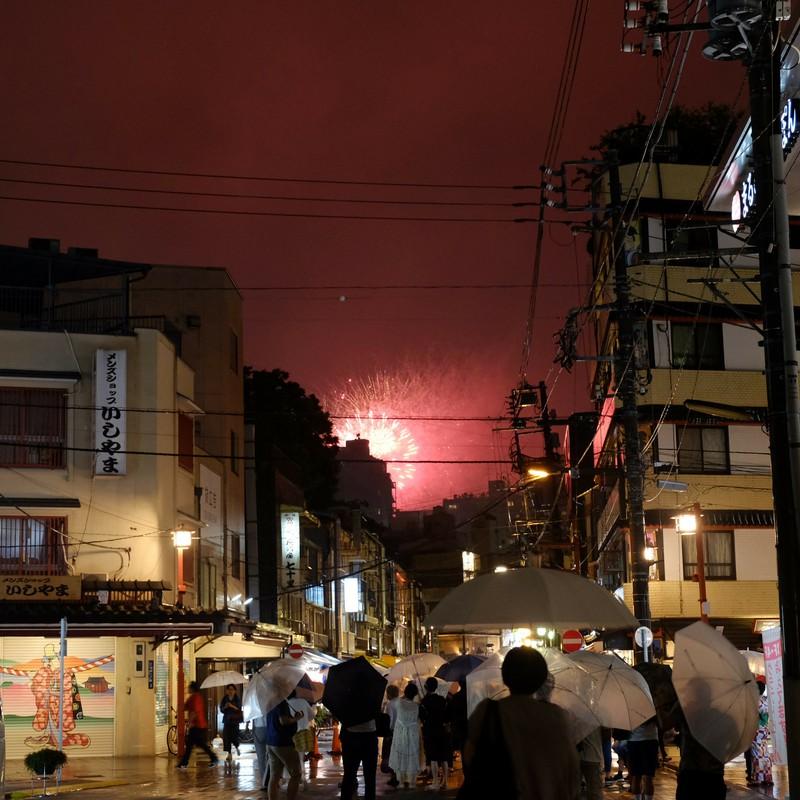 雨夜の花火