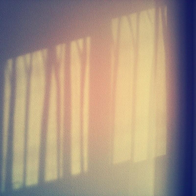 光の壁模様