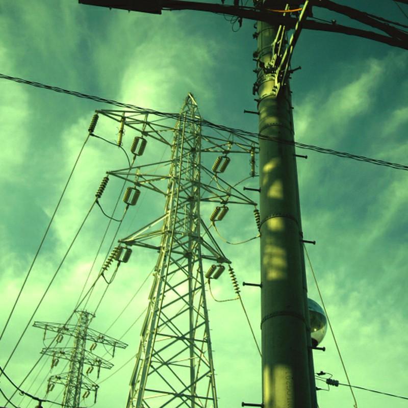 頭上の電線たち