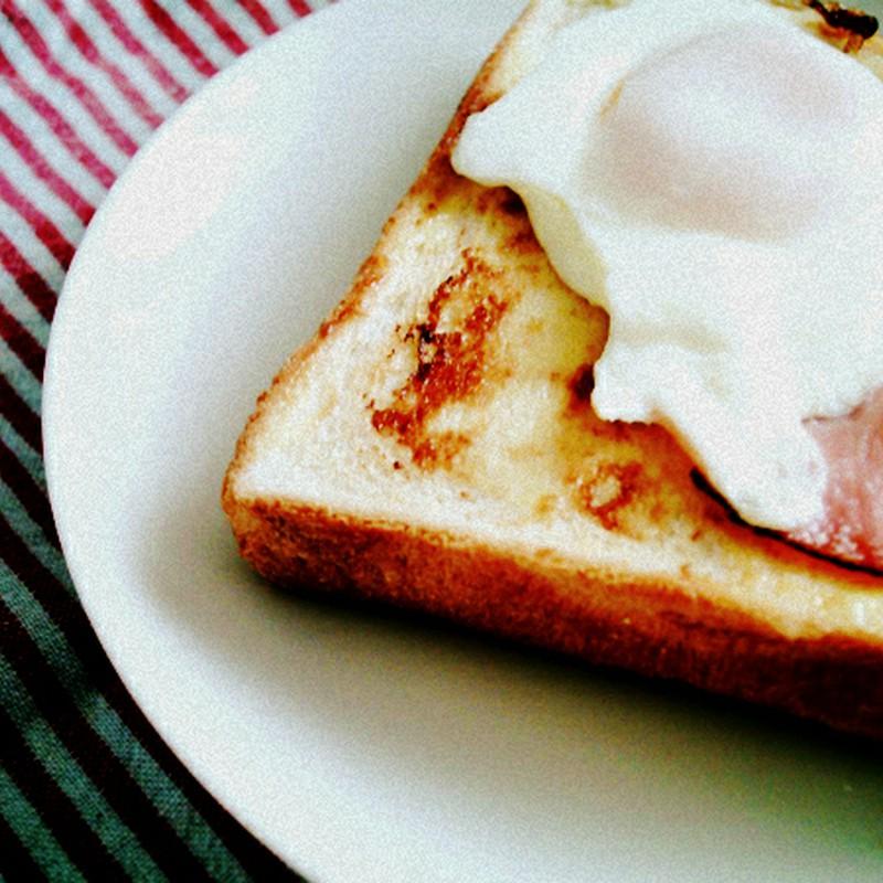目玉焼きのっけパン