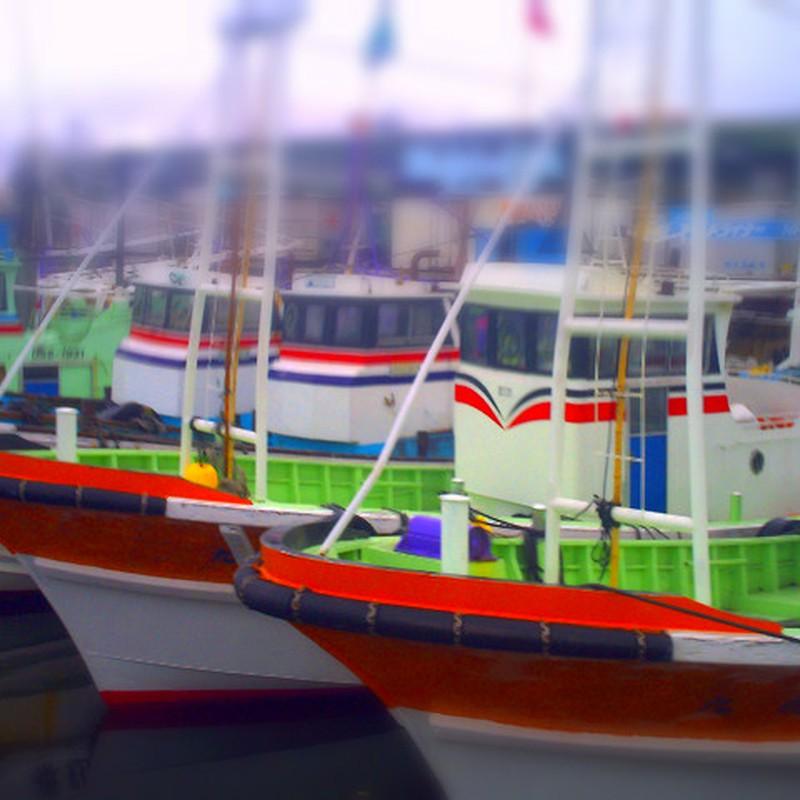 カラフルな漁船
