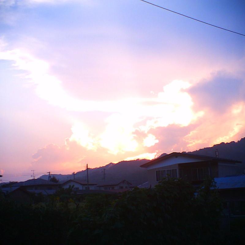 燃える夕空。
