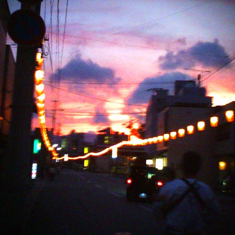 夕陽と堤燈