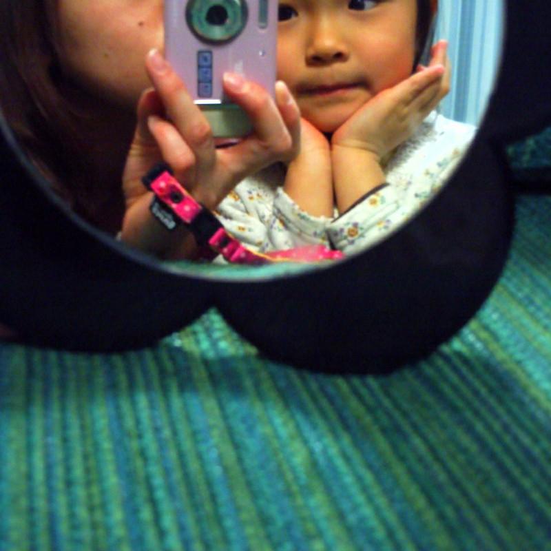 鏡のなかのふたり。