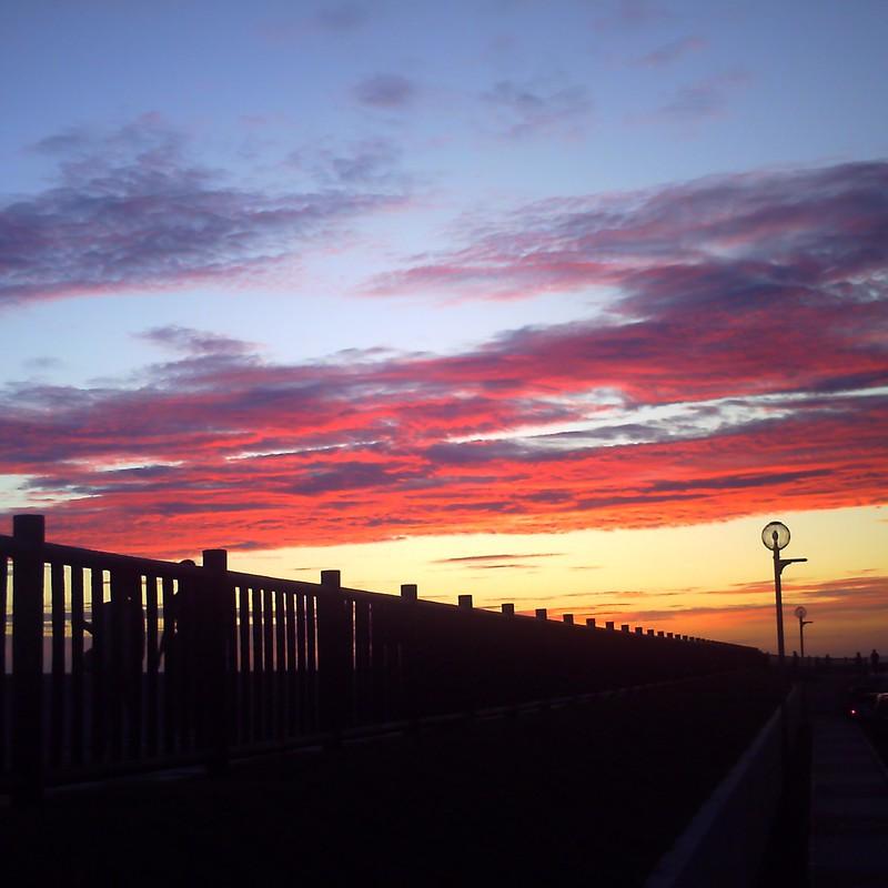 夕焼け雲と電燈