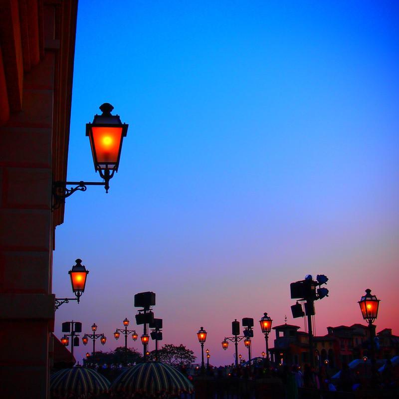 夕暮れの外灯