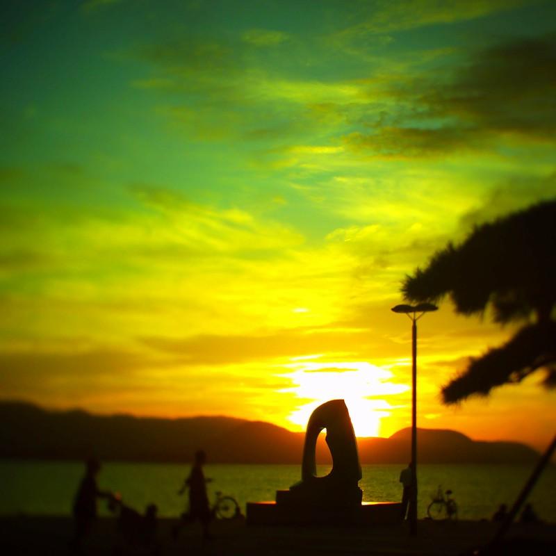 夕陽にオブジェ