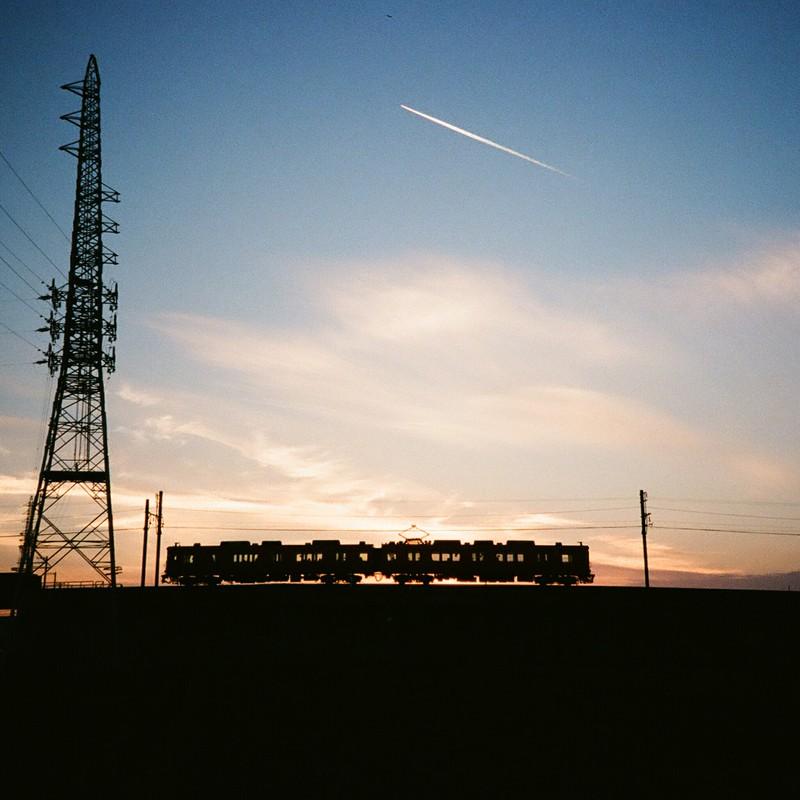 silhouette train