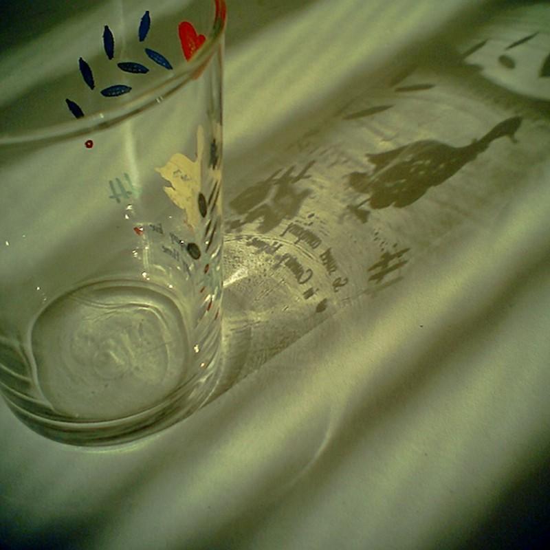 グラスの影絵