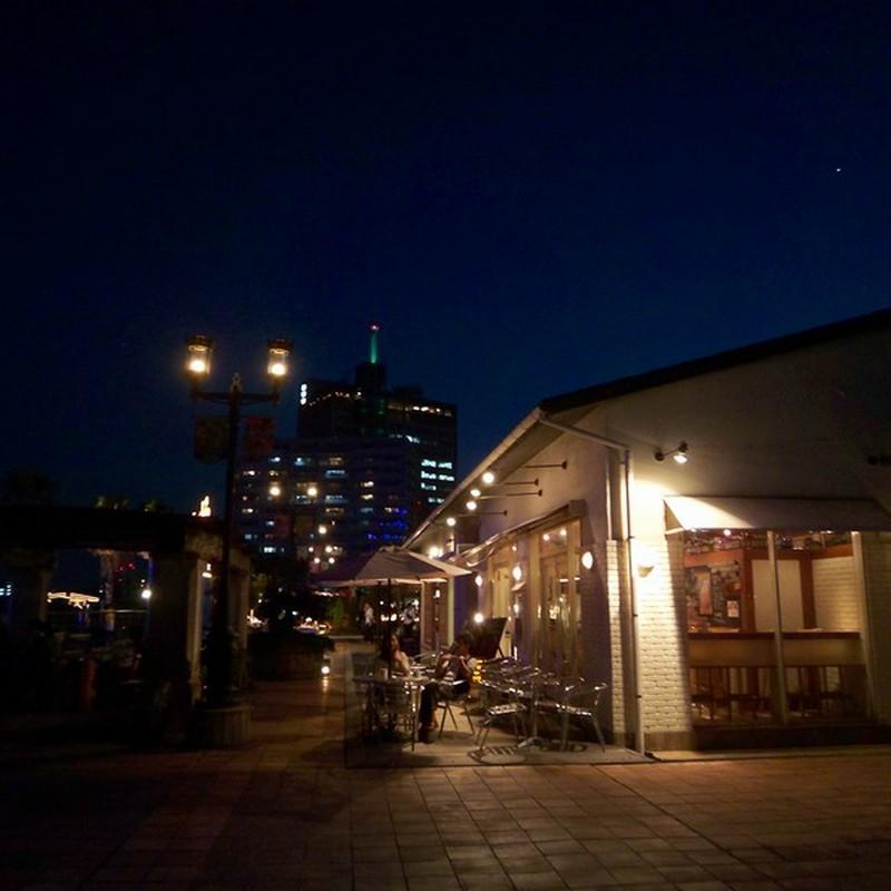 夜になる前のカフェと一番星