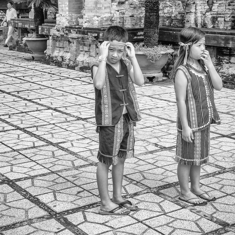 民族衣装の子供達