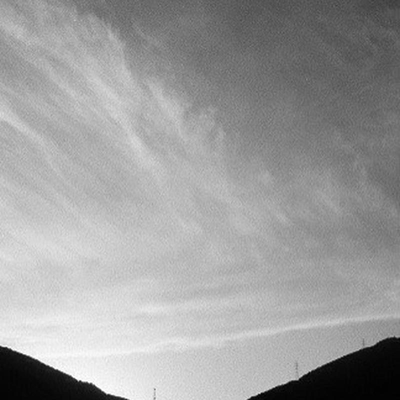 流れる雲を。
