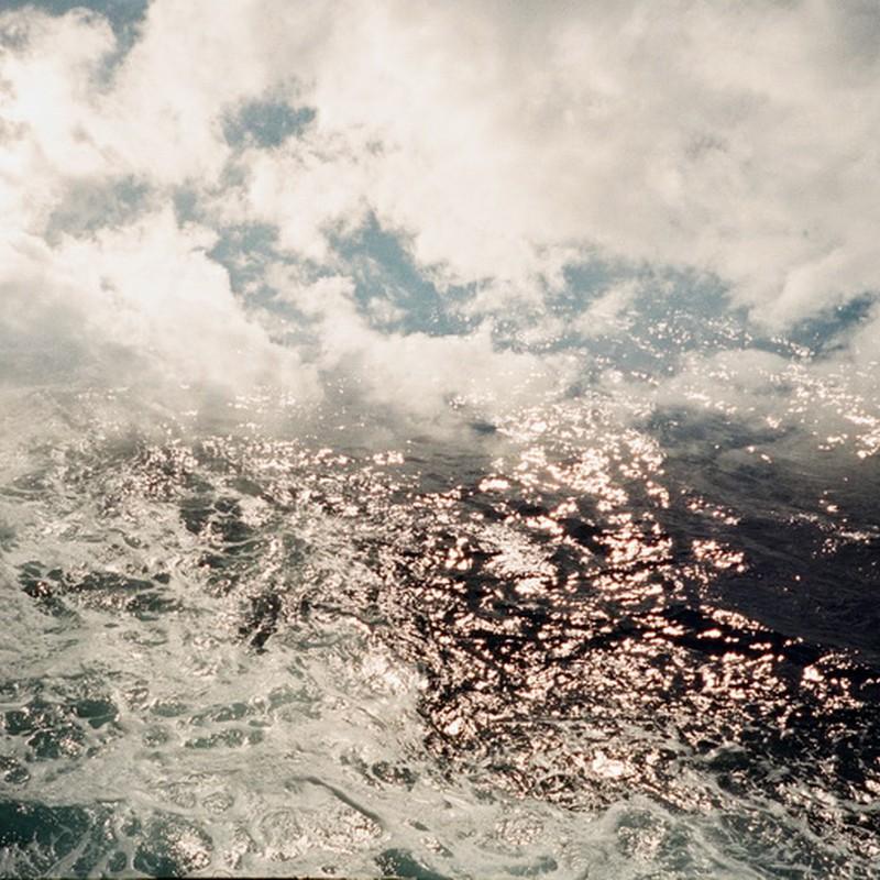 世の果てでは空と海が混じる