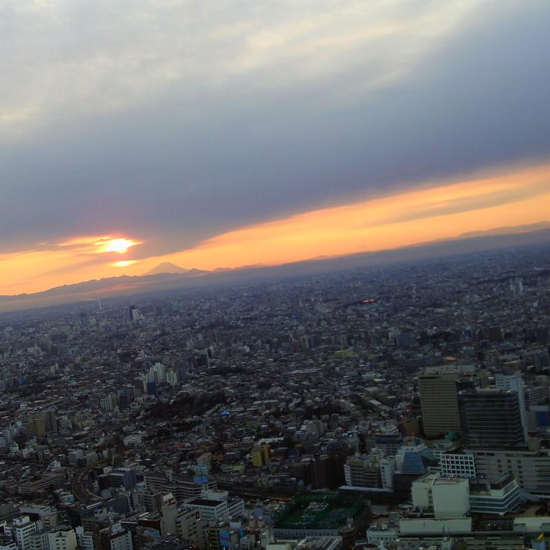 富士と夕日と都会