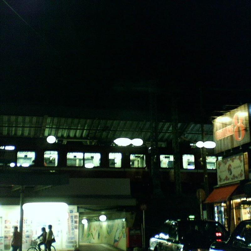 八景駅 夜。